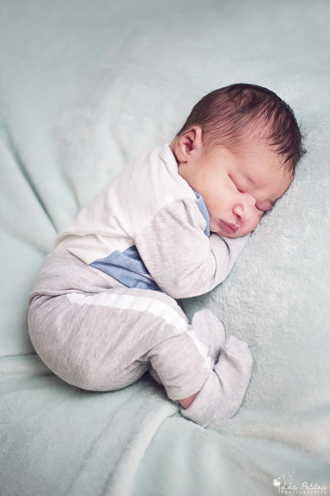 Shooting photo bébé, photographe nouveau-ne, naissance